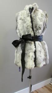 Veste de lapin faite à partir d'un manteau.