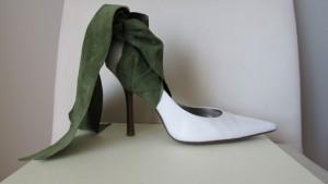 Accessoire de soulier ou botte à talon haut en suède vert