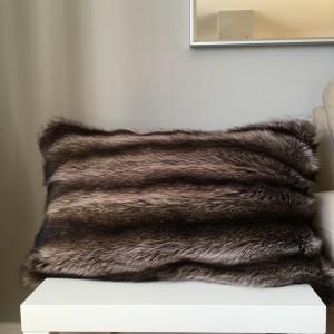 """housse de coussin en chat sauvage et laine rouge , coussin de 26""""x 16"""""""