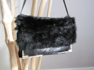 Accessoire en renard noir.